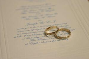 Обычно фамилию меняют при бракосочетании