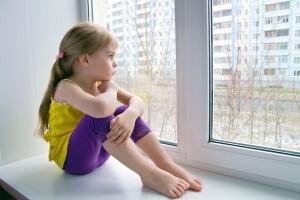 Разрешения органов опеки на совершение сделки не требуется, если ребенок не является собственником приватизированной квартиры