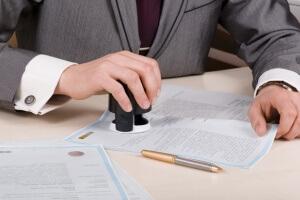 Что такое мнимая сделка, и по каким признакам она определяется?