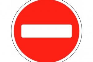 Проезд под знак Движение запрещено — причина для лишения прав?