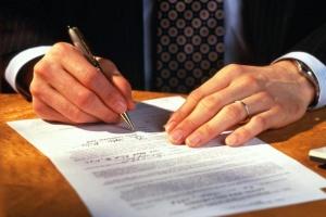 С кого и что можно требовать, если не заключен договор с управляющей компанией