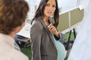 может ли работодатель уволить беременную женщину