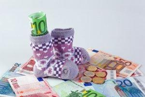 Как рассчитать пособие по уходу за ребенком в России: от и до о процедуре