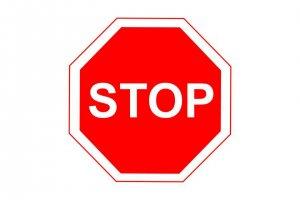 Знак проезд без остановки запрещен – от описания до практики или все тонкости правил для начинающего автомобилиста