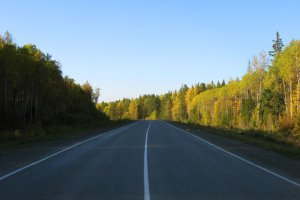 Дорога с разделительной полосой