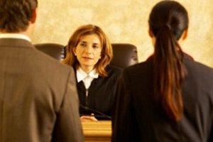 Нужно ли отправлять сторонам ходатайство о замене ответчика