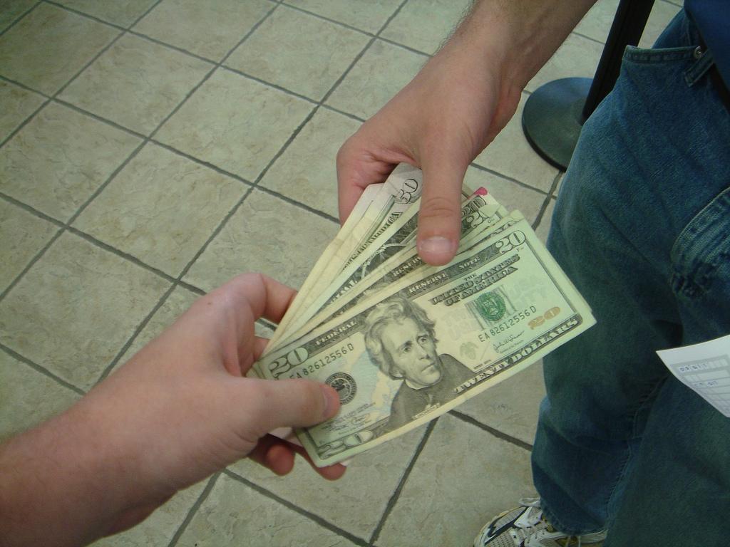 парень занял денег и не отдает быть занятым как пчела
