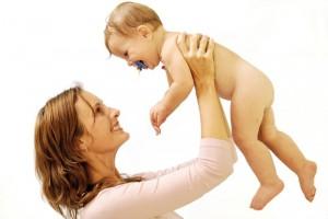 Пособие по уходу за ребенку положено и работающим, и неработающим женщинам