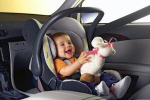 перевозка младенцев в автомобиле