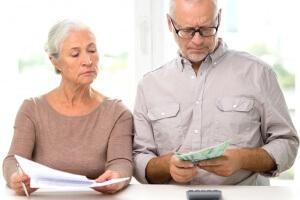 Должны ли пенсионеры платить налог на имущество? Как получить налоговый вычет