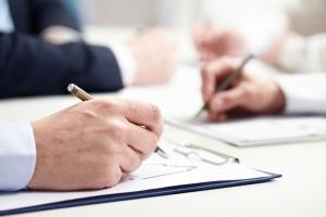Как правильно написать претензию в банк? Определение, правила составления, образец