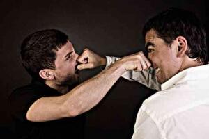 Умышленное причинение легкого вреда здоровью: статья 116 часть 2 УК РФ