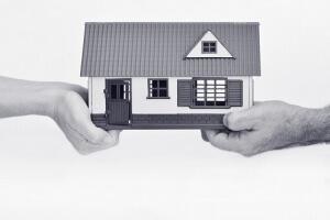 как делится приватизированная квартира