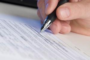 Ответственность за нарушение закона: что грозит за подделку подписи?