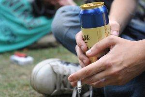 Распитие алкогольных напитков в общественных местах: полезная информация для ознакомления граждан