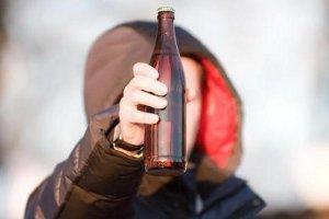 Полезная информация для всех граждан РФ: со скольки лет можно покупать водку?