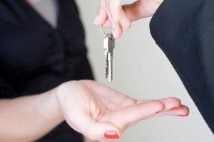 Что такое страховой депозит при аренде квартиры и какие гарантии он дает арендодателю