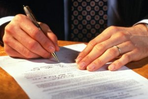 Исполнительная надпись нотариуса – это один из способов взыскания долгов, реализуемый в РФ