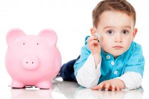 Материальные выплаты, которые положены при усыновлении ребенка