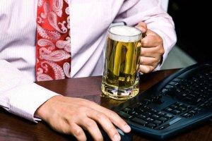 Работник с алкоголем