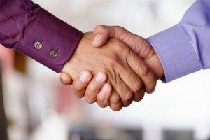 Дарение доли в ООО третьему лицу — правила оформления сделки, пакет документации и нотариальное сопровождение
