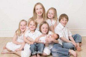 Женщина с 5 детьми
