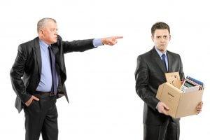 Руководитель увольняет сотрудника
