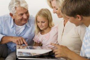 Идивенцами могут быть старики и дети